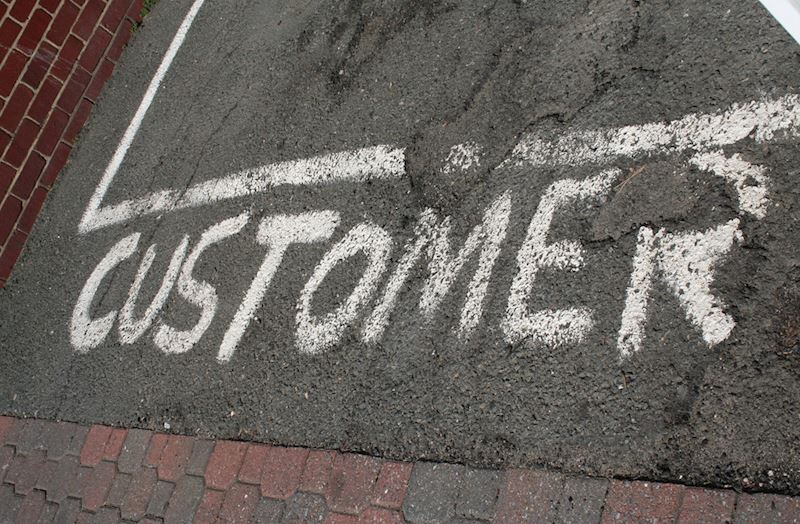 How can vehicle tracking help customer service?