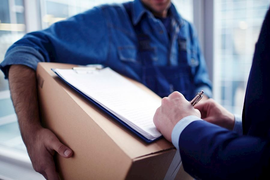 Business benefits of vehicle tracking to the courier and delivery industry